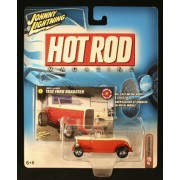 1932 FORD ROADSTER * RED / WHITE * Johnny Lightning 2004 HOT ROD MAGAZINE COLLECTION 1:64 Scale Die-Cast Vehicle