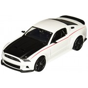 Maisto 2014 Ford Mustang Street Racer Diecast Vehicle (1:24 Scale), White