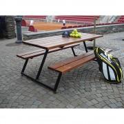 Gruppensitzbank ohne Lehne Gestell aus Stahl, schwarz mit Holzplanken