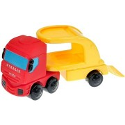 IVECO teherautó piros autóval