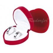 Piros színű, szív alakú gyűrűtartó doboz