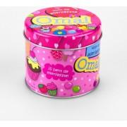 Verjaardag - Snoepblikje - Jij bent de allerliefste Oma! - Gevuld met een verpakte toffeemix - In cadeauverpakking met gekleurd lint