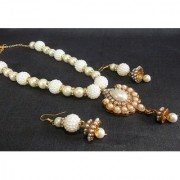 Golden pearl pendant pearl necklace set