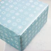 Schneeflocken Hellblau Geschenkpapier Bow & Hummingbird
