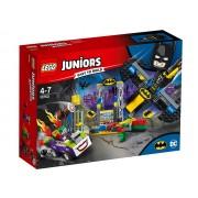 ATACUL LUI JOKER IN BATCAVE - LEGO (10753)