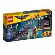 LEGO BATMAN Catwoman si urmarirea in Catcycle 70902