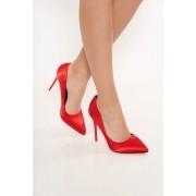 Piros elegáns magassarkú cipő szatén anyagból enyhén hegyes orral