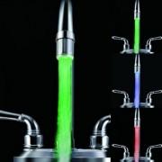 Farebná LED násada na vodovodnú točku