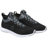 REEBOK PUMP PLUS TECH Running Shoes For Men(Black)