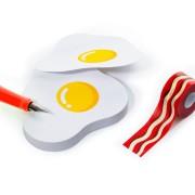 Лепящи Бележки с Тиксо – Яйца с Бекон
