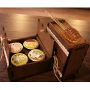 Cutie tradiţională de lemn cu 4 specialităţi de miere