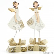 Figura Angelita madera con chocolates