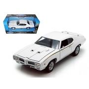 Welly 1969 Pontiac GTO, White - 22501 1/24 scale Diecast Model Toy Car
