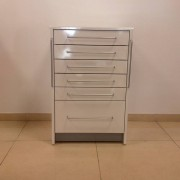 Módulo metálico rodable com gavetas para gabinete podológico