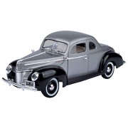 Motormax 1:18 1940 Ford Deluxe Diecast Car (Timeless Classics Collection) Mounted On A Plastic Stand and with the Name Lable (Gray/Black)