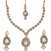 Vivant Charms by JewelMaze Kundan Zinc Alloy Gold Plated Necklace Set With Maang Tikka-FAH0029