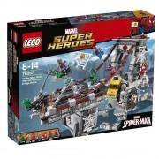 LEGO Super Heroes, Spider-Man: Lupta suprema de pe pod a razboinicilor Web 76057