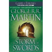 A Storm of Swords: A Song of Ice and Fire: Book Three, Paperback