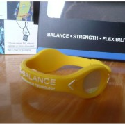 Balanční náramek s hologramem Power Balance - žlutý-bílý