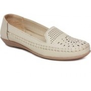 Vendoz Loafers For Women(Natural)