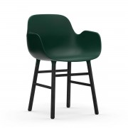 Normann Copenhagen - Form Armlehnstuhl, Gestell Eiche schwarz / grün
