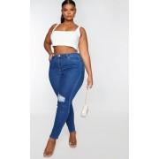 PRETTYLITTLETHING Plus - Jean skinny moyennement délavé déchiré aux genoux à 5 poches, Délavage bleu moyen - 48