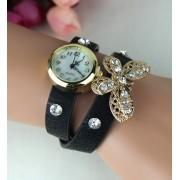 Armbandsur med smyckad fjäril