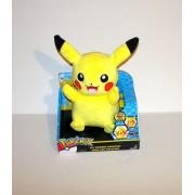 Pokemon Pikachu Mon Ami Pikachu Peluche Sonore Et Lumineuse Parle Et Rit Tomy Nintendo 25cm