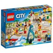 Set de constructie LEGO City Comunitatea Orasului de Distractie la Plaja