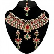 Kriaa by JewelMaze Zinc Alloy Gold Plated Maroon And Green Austrian Stone Kundan Necklace Set With Maang tikka-AAA0648