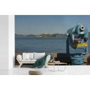 Fotobehang vinyl - Telescoop met uitzicht op de oude gevangenis Alcatraz bij Amerika breedte 540 cm x hoogte 360 cm - Foto print op behang (in 7 formaten beschikbaar)