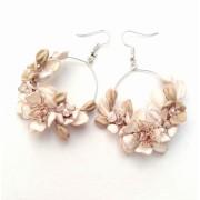 Cercei rotunzi cu mici flori si frunze din pasta ceramica NMCJ005