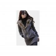 abrigo con capucha estilo leopardo y elegante de color gris