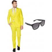 Geel heren kostuum / pak - maat 56 (XXXL) met gratis zonnebril