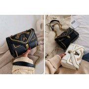Shanghai Zhengxiang QicheZuling £14 for a ladies embroidered bee shoulder bag in White, Black or Green from Hey4Beauty