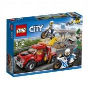 LEGO® City nevolja s vučnim vozilom 60137