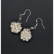 Cercei cu agatatoare handmade perle de cultura albe