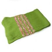 Bufanda verde de punto en relieve