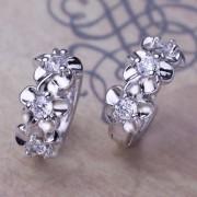Cercei mici placati argint cu floricele si cristale