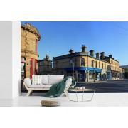 Fotobehang vinyl - Winkels en gebouwen in het Engelse Bradford tijdens een zonnige dag breedte 390 cm x hoogte 260 cm - Foto print op behang (in 7 formaten beschikbaar)