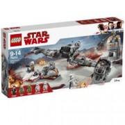 LEGO R Star Wars Apararea planetei Crait 75202