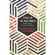 Ethics in the Real World: 82 Brief Essays on Things That Matter, Paperback/Peter Singer