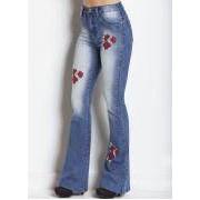 Calca Flare Jeans Azul Claro com Bordados