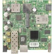 MikroTik MikroTik RouterBOARD 922UAGS with 720MHz Atheros CPU, 128MB RAM, 1xGigabit LAN, USB, 1xSFP, miniPCIe, SIM slot, built-in 5Ghz 802.11a/c 2x2 two chain wireless, 2xMMCX connectors, RouterOS L4