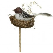 Decoris Woondecoratie beeld donkerbruine/witte vogel in vogelnestje met ei 7 cm op steker/stokje
