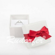 Fehér színű, piros masnis ékszertartó doboz (gyűrű, fülbevaló)
