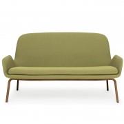 Normann Copenhagen Era Sofa bank met walnoten onderstel breezefusion groen
