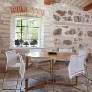Grande table ronde - Collection SCANDIWOOD en chêne massif et placage chêne de haute qualité - une ambiance chaleureuse - éco, déco et design