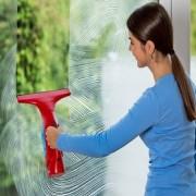 Aspirator electric cu vacuum pentru curatarea eficienta a geamurilor, faiantei, oglinzilor