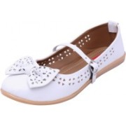 Footrendz Ethnic Bow Touch Bellies For Women(White)